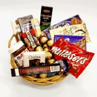 15 items chocolate basket
